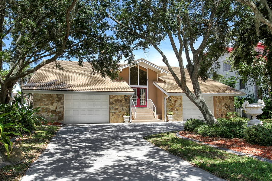 Real Estate Photography - 5717 Westshore Dr, New Port Richey, FL, 34652 - Front View