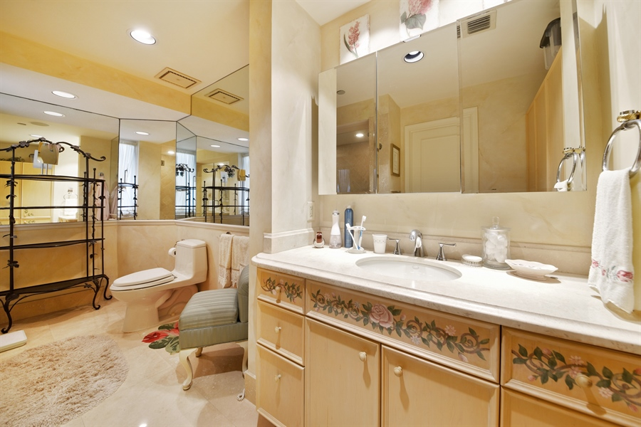 Real Estate Photography - 300 SE 5th Avenue, 7010, Boca Raton, FL, 33432 - Master Bathroom