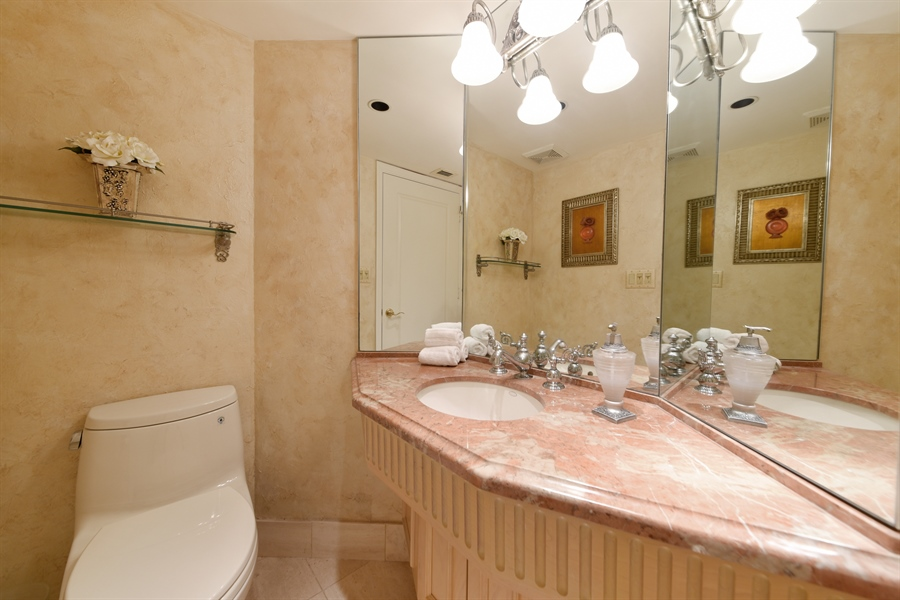 Real Estate Photography - 300 SE 5th Avenue, 7010, Boca Raton, FL, 33432 - Powder Room