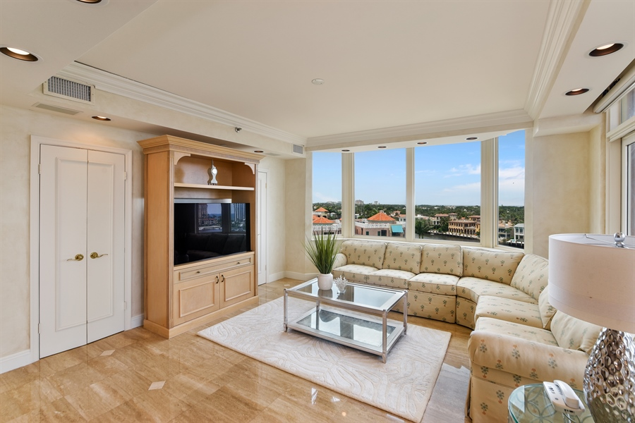 Real Estate Photography - 300 SE 5th Avenue, 7010, Boca Raton, FL, 33432 - Family Room