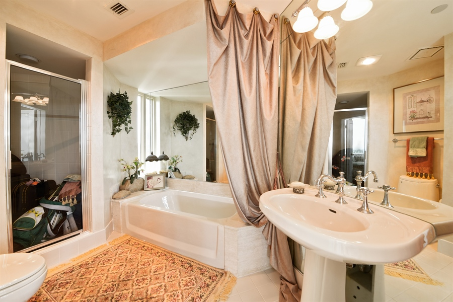 Real Estate Photography - 300 SE 5th Avenue, 7010, Boca Raton, FL, 33432 - Bathroom