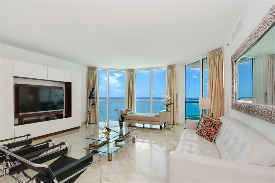 Real Estate Photography - 101 S. FORT LAUDERDALE BEACH BLVD, 2202, FORT LAUDERDALE, FL, 33316 - Living Room