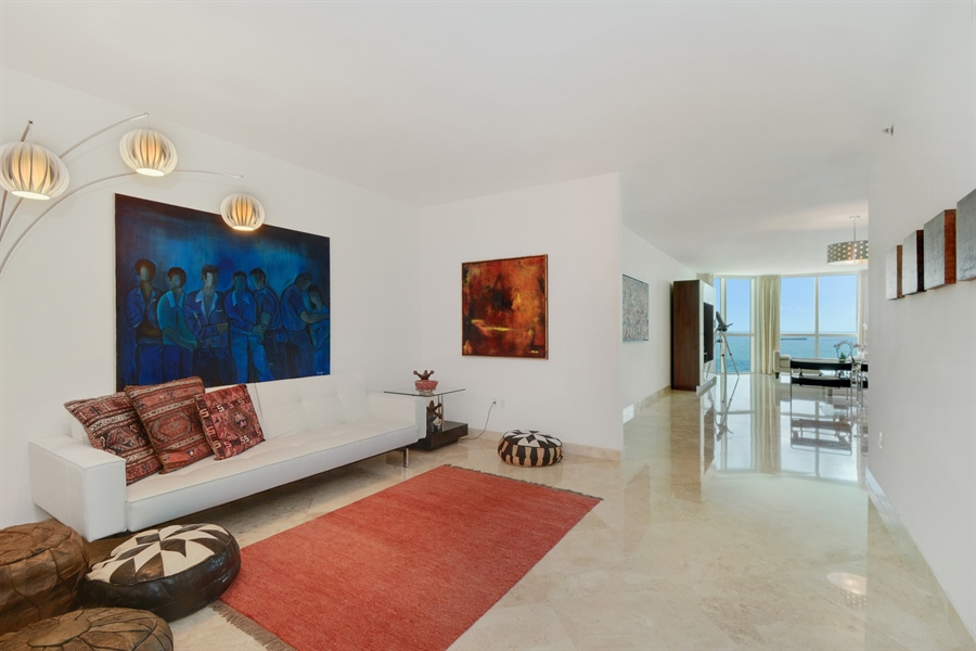 Real Estate Photography - 101 S. FORT LAUDERDALE BEACH BLVD, 2202, FORT LAUDERDALE, FL, 33316 - Family Room