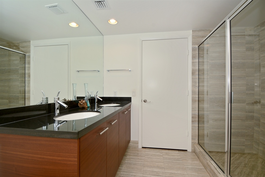 Real Estate Photography - 101 S. FORT LAUDERDALE BEACH BLVD, 2202, FORT LAUDERDALE, FL, 33316 - 2nd Bathroom
