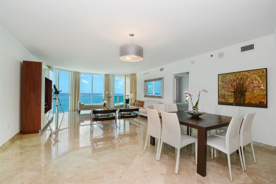 Real Estate Photography - 101 S. FORT LAUDERDALE BEACH BLVD, 2202, FORT LAUDERDALE, FL, 33316 - Living Room / Dining Room