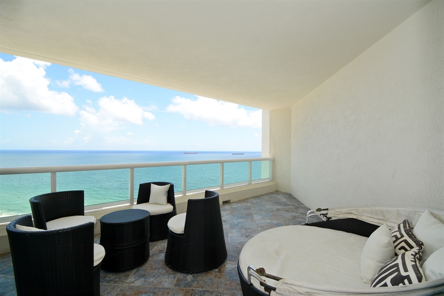Real Estate Photography - 101 S. FORT LAUDERDALE BEACH BLVD, 2202, FORT LAUDERDALE, FL, 33316 - Balcony