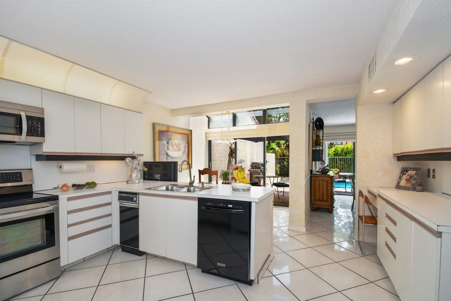 Real Estate Photography - 7336 Woodmont Ct, Boca Raton, FL, 33434 - Kitchen