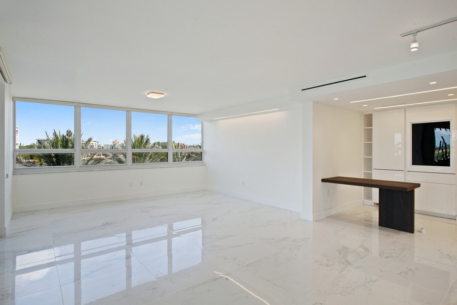 Real Estate Photography - 2 Grove Isle Dr, Unit B410, Coconut Grove, FL, 33133 - Kitchen / Dining Room