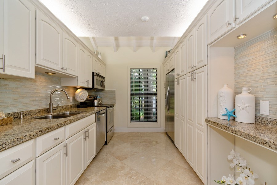 Real Estate Photography - 810 SE 2nd street, #A, Ft Lauderdale, FL, 33301 - Kitchen