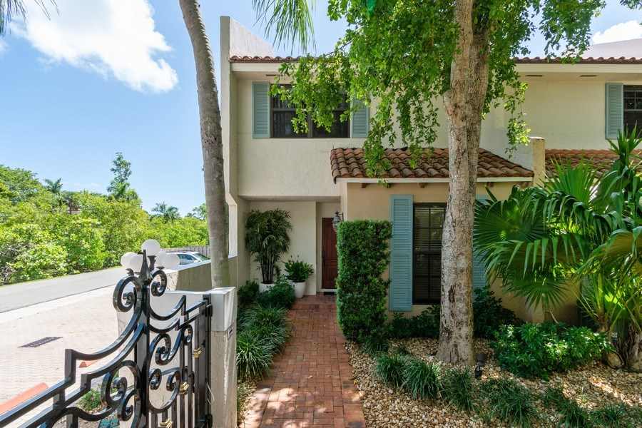 Real Estate Photography - 810 SE 2nd street, #A, Ft Lauderdale, FL, 33301 - Front View