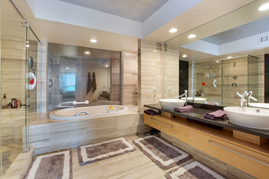 Real Estate Photography - 101. S FORT LAUDERDALE BEACH BLVD #1002, APT 1002, FORT LAUDERDALE, FL, 33065 - Master Bathroom