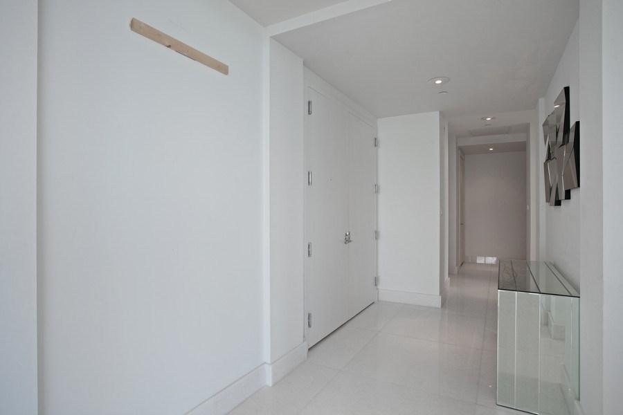 Real Estate Photography - 4100 Island Blvd. #2001, Aventura, FL, 33160 - Hallway