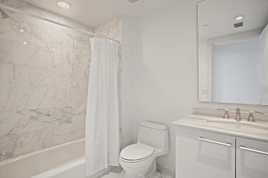 Real Estate Photography - 4100 Island Blvd. #2001, Aventura, FL, 33160 - Bathroom