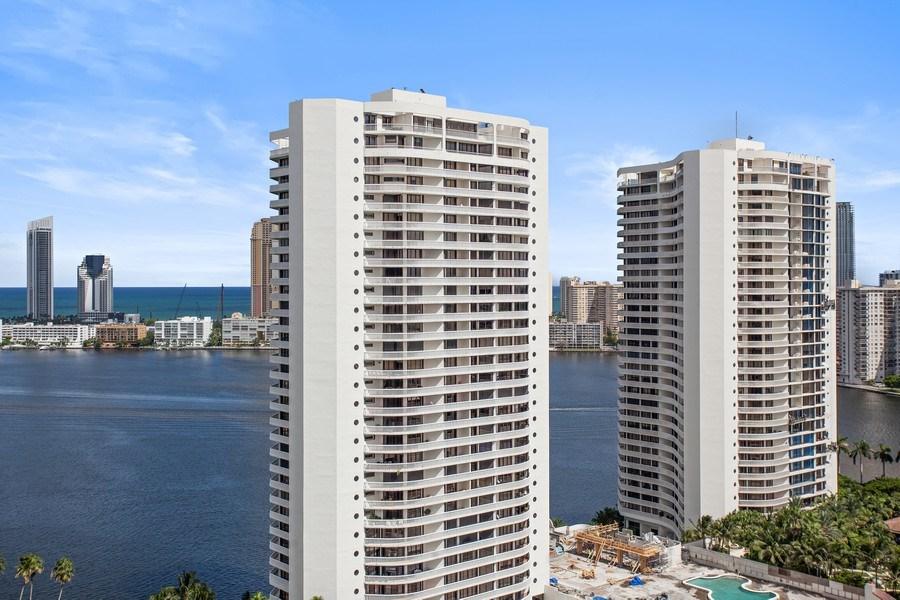 Real Estate Photography - 4100 Island Blvd. #2001, Aventura, FL, 33160 - Ocean View