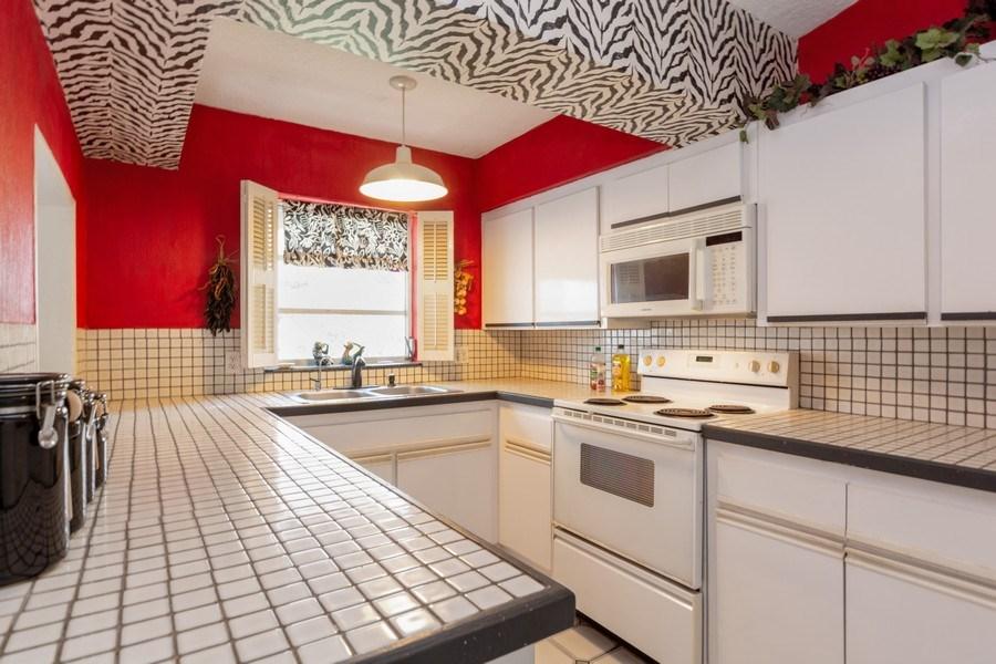 Real Estate Photography - 1505 NE 5th Ave, Boca Raton, FL, 33432 - Kitchen