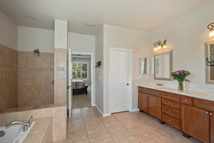 Real Estate Photography - 779 Mills Estate Pl, Chuluota, FL, 32766 - Master Bathroom