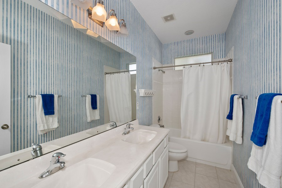 Real Estate Photography - 779 Mills Estate Pl, Chuluota, FL, 32766 - 2nd Bathroom