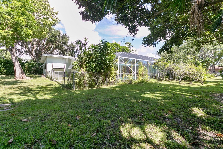 Real Estate Photography - 13800 SW 78th Pl, Miami, FL, 33158 - Back Yard