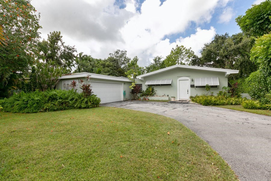 Real Estate Photography - 13800 SW 78th Pl, Miami, FL, 33158 - Front View