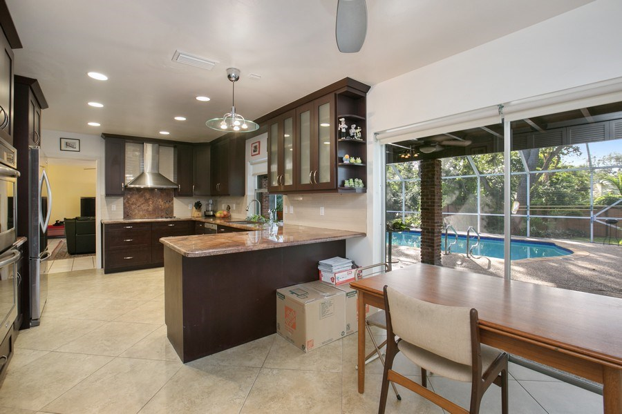 Real Estate Photography - 17420 SW 86th Ave, Palmetto Bay, FL, 33157 - Kitchen / Breakfast Room
