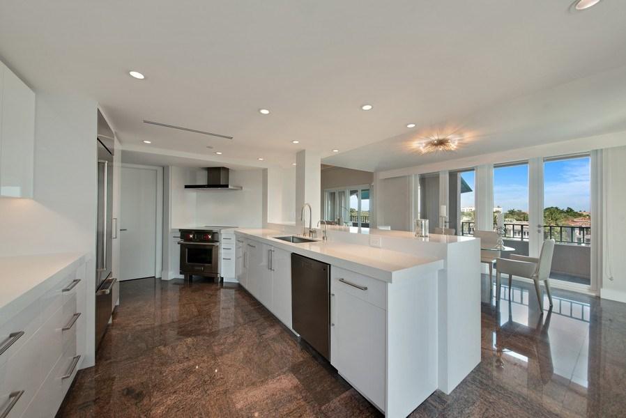 Real Estate Photography - 100 SE 5th Ave, Ph 1, Boca Raton, FL, 33432 - Kitchen/Dining