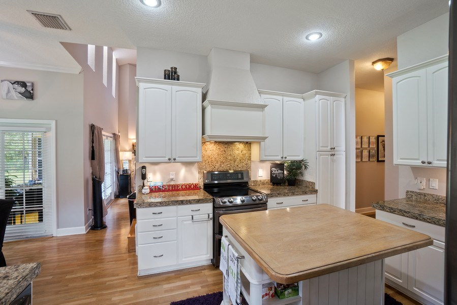 Real Estate Photography - 10445 Canary Isle Dr, Tampa, FL, 33647 - Kitchen