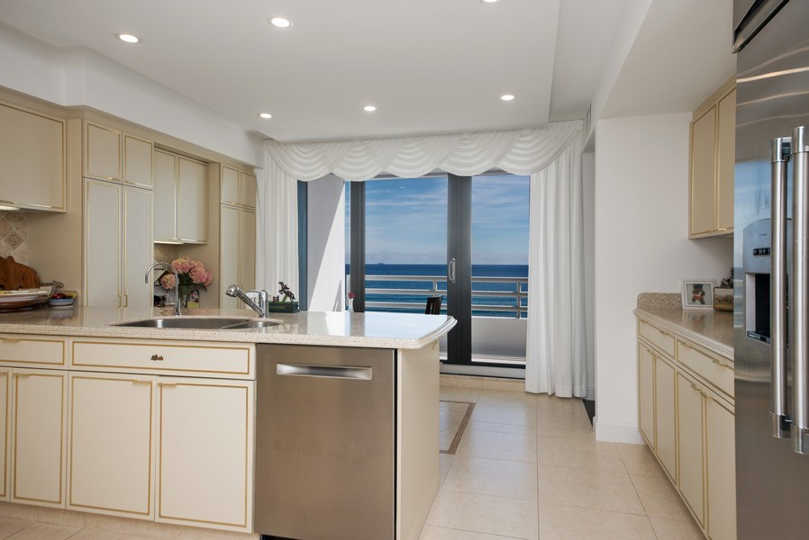 Real Estate Photography - 1500 S Ocean Blvd, Unit S-804, Boca Raton, FL, 33432 - Kitchen / Breakfast Room