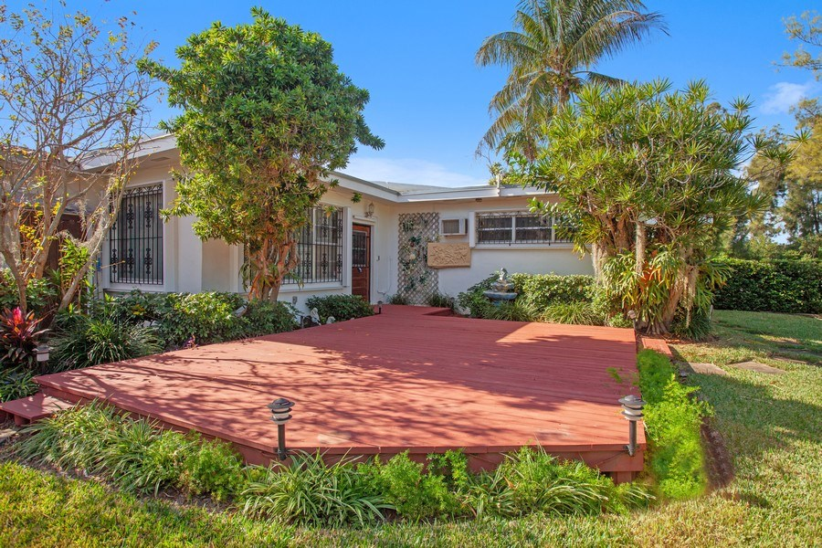 Real Estate Photography - 925 S Shore Dr, Miami Beach, FL, 33141 - Rear View