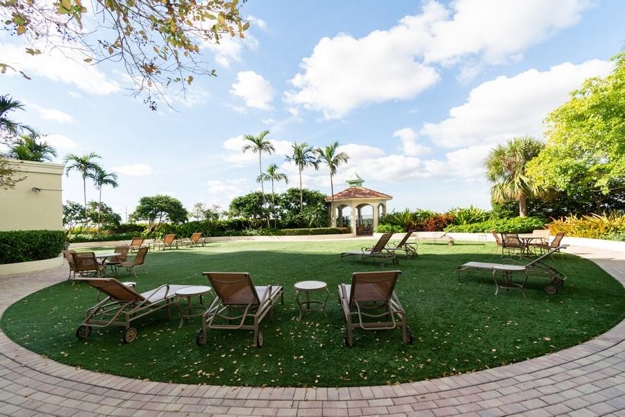 Real Estate Photography - 610 W Las Olas Blvd, Unit 1213, Fort Lauderdale, FL, 33312 - Common Sundeck
