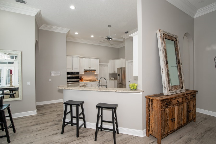 Real Estate Photography - 297 LESLIE LANE, LAKE MARY, FL, 32746 - KITCHEN WITH SNACK BAR