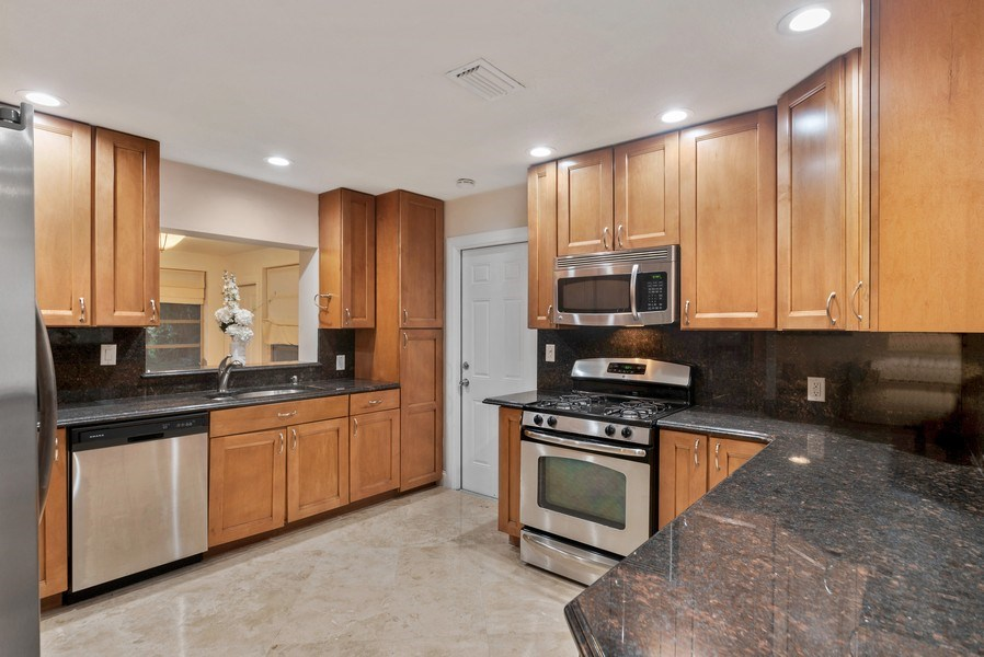 Real Estate Photography - 1190 SW 14th St, 4100 NW 28th Way, Boca Raton, FL, 33486 - Kitchen