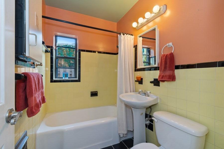 Real Estate Photography - 1324 NE 16 Terrace, Fort Lauderdale, FL, 33304 - Bathroom