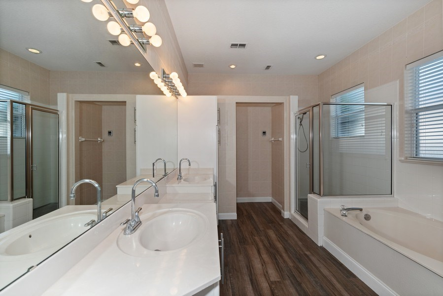 Real Estate Photography - 2652 QUEEN MARY PLACE, MAITLAND, FL, 32751 - MASTER BATHROOM