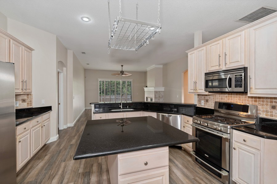 Real Estate Photography - 2652 QUEEN MARY PLACE, MAITLAND, FL, 32751 - OPEN KITCHEN CONCEPT