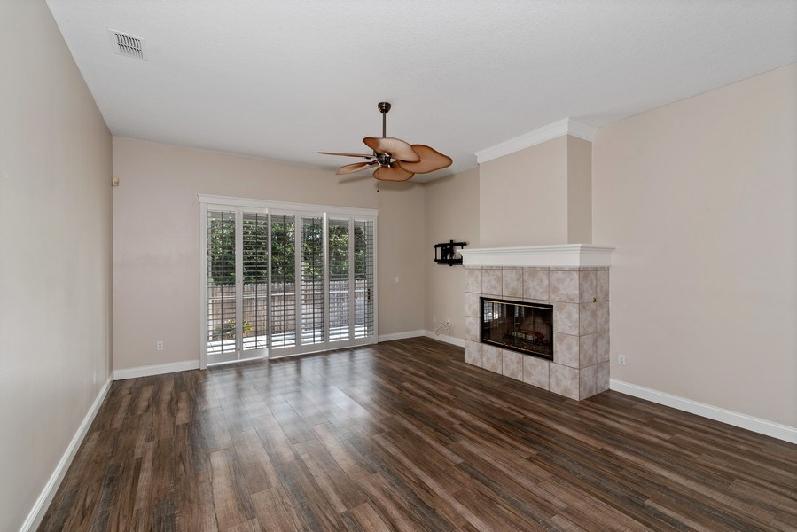 Real Estate Photography - 2652 QUEEN MARY PLACE, MAITLAND, FL, 32751 - LIVING ROOM FEATURING GAS FIREPLACE