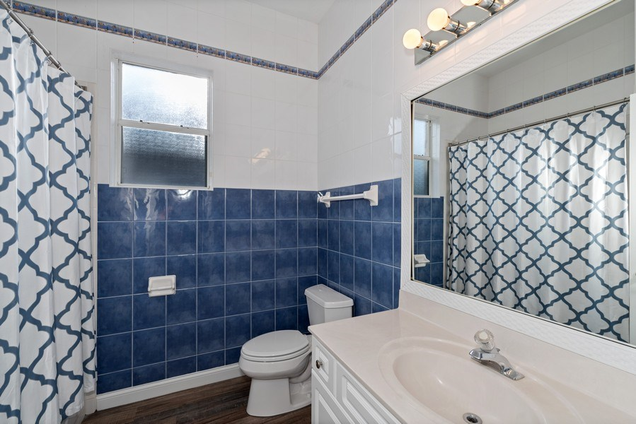 Real Estate Photography - 2652 QUEEN MARY PLACE, MAITLAND, FL, 32751 - HALL BATHROOM