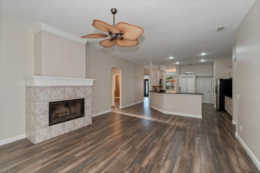 Real Estate Photography - 2652 QUEEN MARY PLACE, MAITLAND, FL, 32751 - LIVING ROOM AND KITCHEN VIEWS
