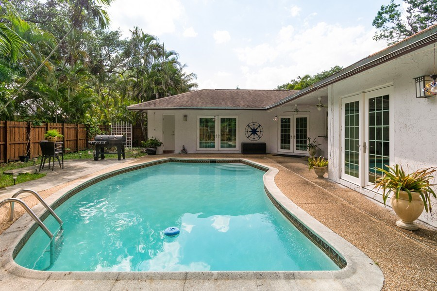 Real Estate Photography - 2434 SW 19th St, Fort Lauderdale, FL, 33312 - Pool