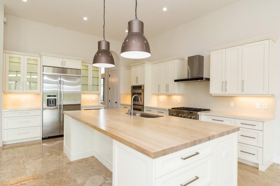 Real Estate Photography - 10262 Sweet Bay Manor, Parkland, FL, 33076 - Kitchen