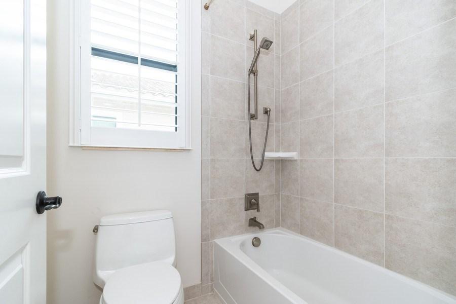 Real Estate Photography - 10262 Sweet Bay Manor, Parkland, FL, 33076 - 2nd Bathroom (Jack & Jill)