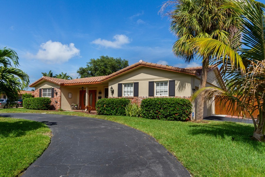 Real Estate Photography - 4700 NE 26 Ave, Ft Lauderdale, FL, 33308 - Front View