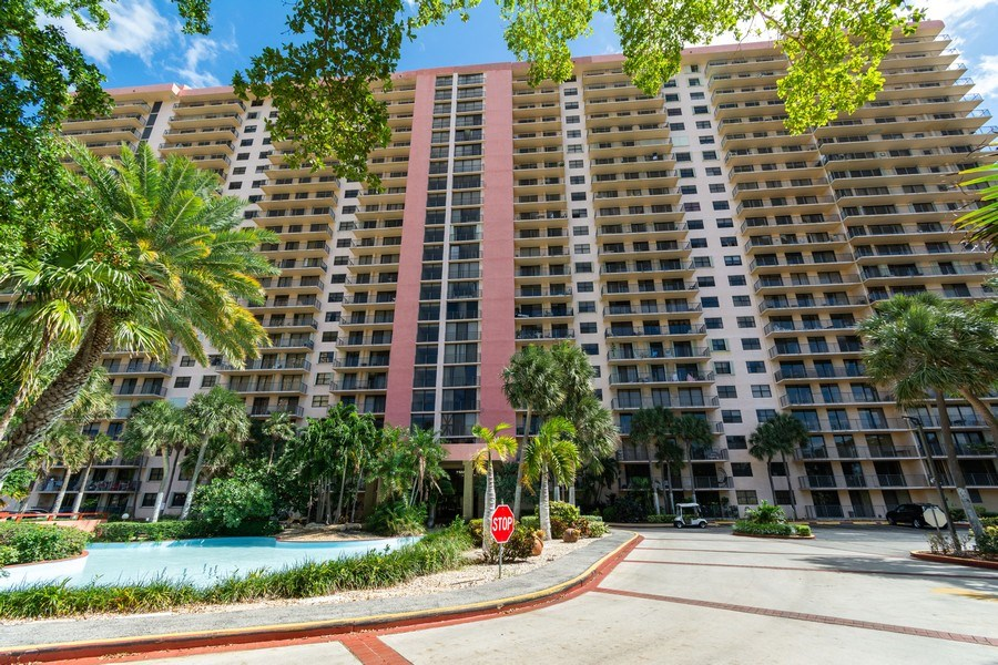 Real Estate Photography - 210 174th St, 1719, Sunny Isles Beach, FL, 33160 - Front of the Building