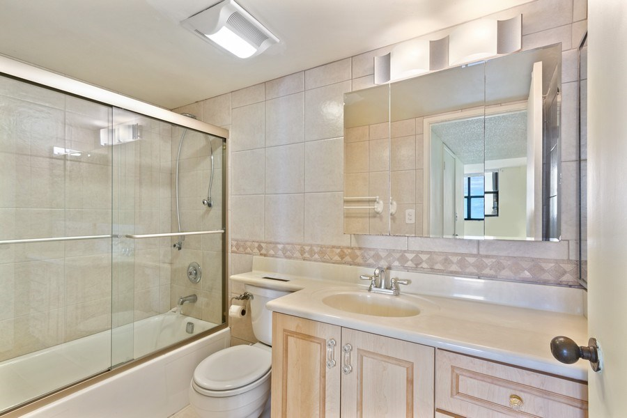 Real Estate Photography - 210 174th St, 1719, Sunny Isles Beach, FL, 33160 - 2nd Bathroom