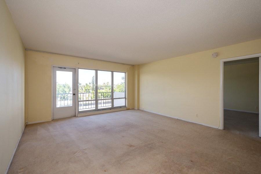 Real Estate Photography - 340 Sunset Dr, 407, Fort Lauderdale, FL, 33301 - Living Room