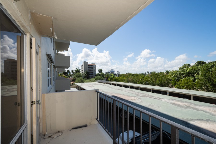 Real Estate Photography - 340 Sunset Dr, 407, Fort Lauderdale, FL, 33301 - Balcony view looking west
