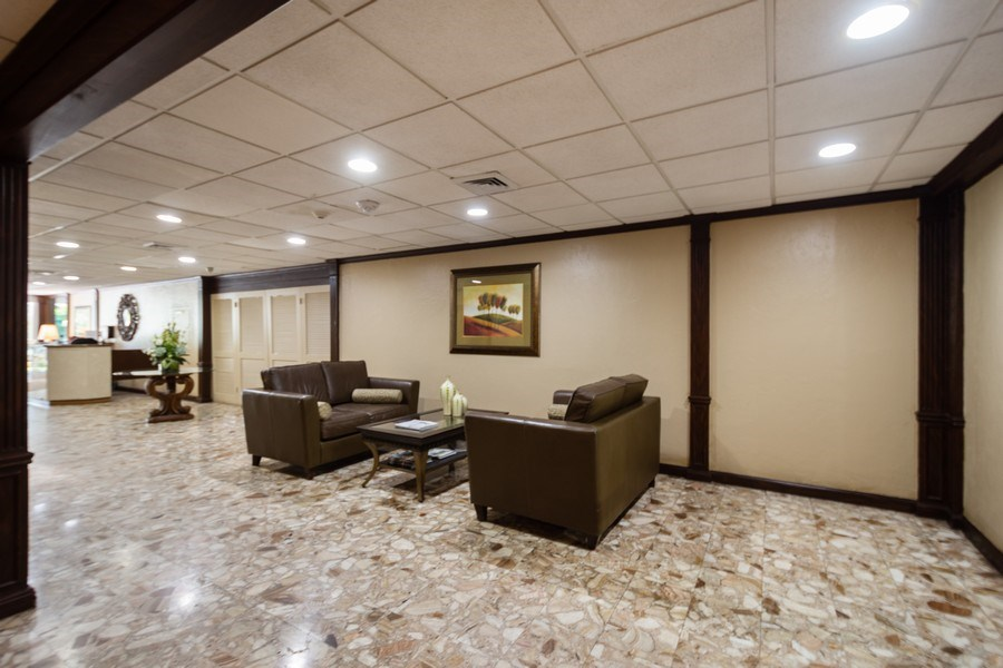 Real Estate Photography - 340 Sunset Dr, 407, Fort Lauderdale, FL, 33301 - Lobby of Essex Tower