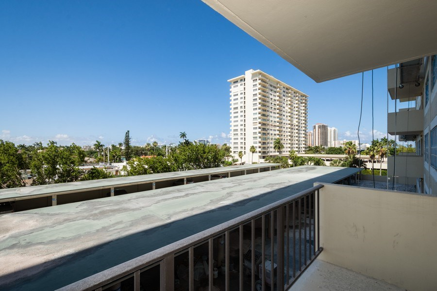 Real Estate Photography - 340 Sunset Dr, 407, Fort Lauderdale, FL, 33301 - Balcony view looking east