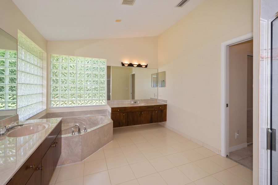 Real Estate Photography - 5333 NW 109TH WAY, CORAL SPRINGS, FL, 33076 - Master Bathroom
