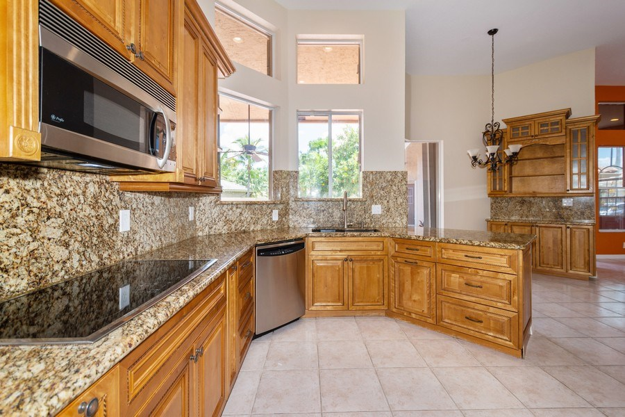 Real Estate Photography - 5333 NW 109TH WAY, CORAL SPRINGS, FL, 33076 - Kitchen