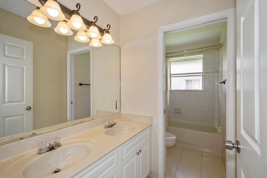 Real Estate Photography - 5333 NW 109TH WAY, CORAL SPRINGS, FL, 33076 - 2nd Bathroom